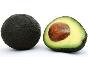 avocado mit kern für Smoothie